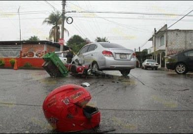 Motociclista arrollado por automóvil