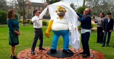 Alcalde Mexicano Inauguró Estatua Homero Simpson Llueven Críticas