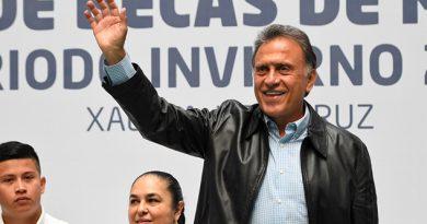 Anuncia Yunes Linares Becas Manuntención Jóvenes Universitarios