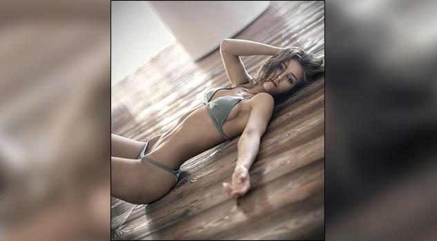Rachel Cook es nuestra bella y sensual modelo del día de hoy