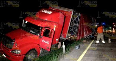 Tráiler Accidenta Carretera Tuxpan Poza Rica