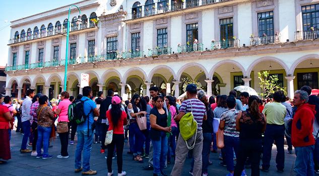 Protesta Instalan Tianguis Afuera Palacio Municipal Xalapa