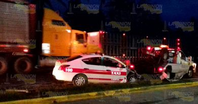 Taxi Impacta Contra Tráiler Casitas