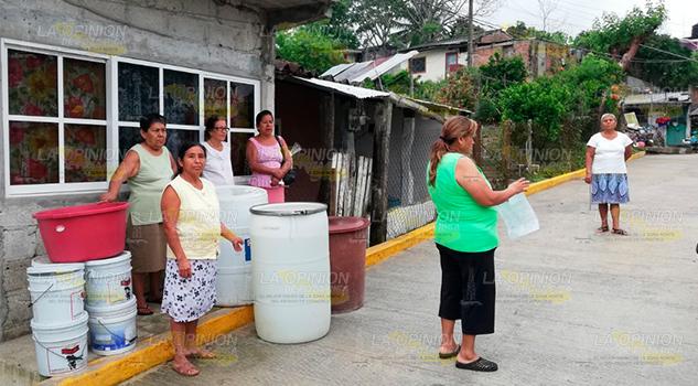 Vecinos Protestan Por Falta Agua