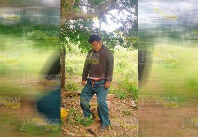 Joven de Ixcatepec se cuelga de un árbol