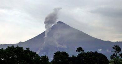 Volcanes activos de Guatemala emiten fumarolas y gases