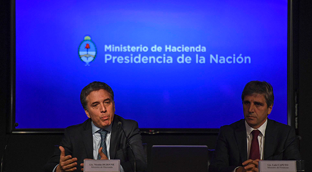 Argentina Sube Tipos 40% Anuncia Ajustes Frenar Dólar