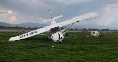 Avioneta Cessna se despista en el aeropuerto de Toluca
