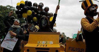 Cientos Argentinos Marchan Contra Tarifazo Gobierno FMI