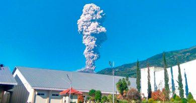 Entra Erupción Volcán Merapi Indonesia