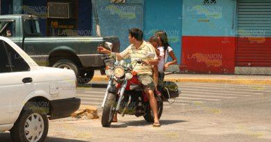 Motociclistas Continúan Desafiando Tránsito