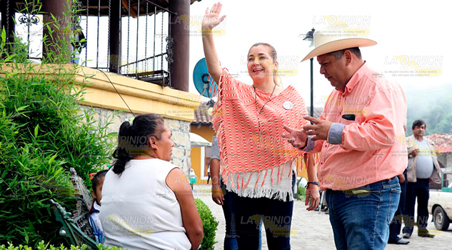 Paty Valencia Reúne Familias Tlacuilotepec