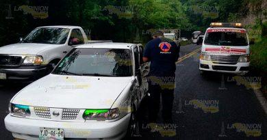 Policía ImpactadoCamioneta Repartidora