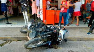 Policías Motorizados Chocan Atravesó Carro