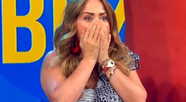 Raúl Araiza Sorprende Andrea Legarreta Beso Boca
