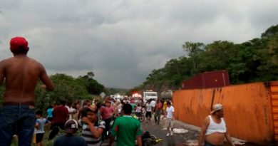 Rapiña Tráiler Despensas Venezuela Autopista Córdoba Veracruz