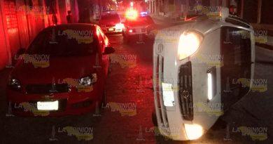 Termina volcado sobre avenida céntrica en Tuxpan