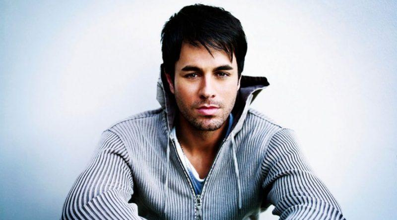 Enrique Iglesias sexy cantante con un acento que vuelve locas a todas