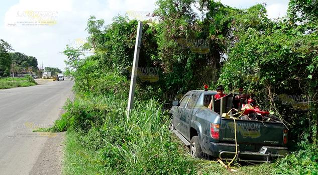 Camioneta Remolcada Sale Carretera Álamo Alzán