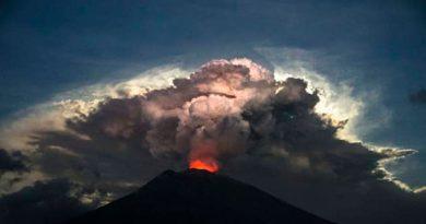 Cientos Vuelos Cancelados Bali Volcán Agung