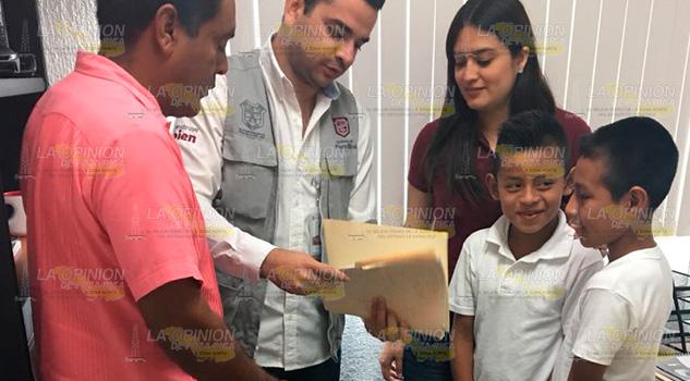 Entregan Becas 19 Alumnos Escuela Primaria