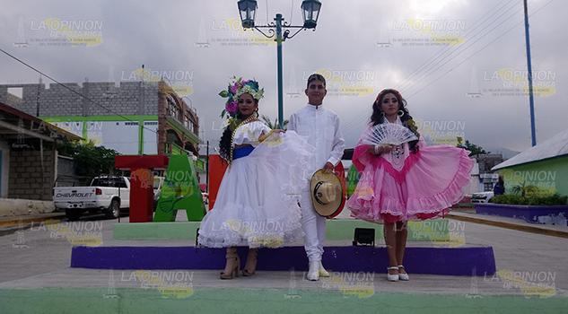 Festival Danzas Folclor Artesanías