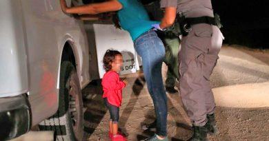 Papá de niña hondureña captada llorando no sabe dónde está