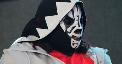 L.A. Park Enseñará Psycho Clown Cómo Defiende Máscara