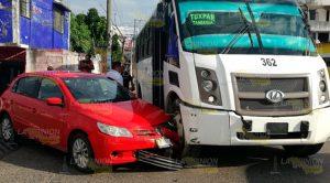 No Hace Alto Total Choca Contra Autobús
