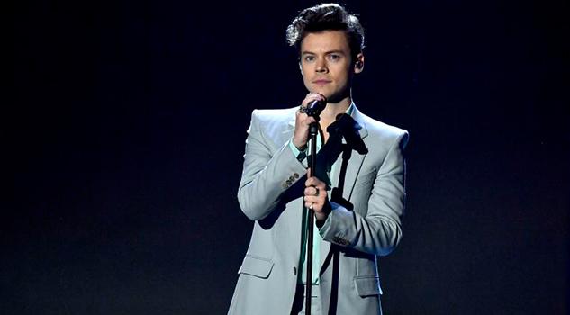 Outfits Harry Styles Provocan Comparen Juan Gabriel