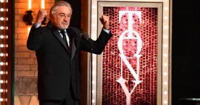 Robert De Niro Insulta Trump Ovacionado Pie