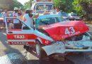 Taxi se estrella en una camioneta por el Puente II: 3 heridos