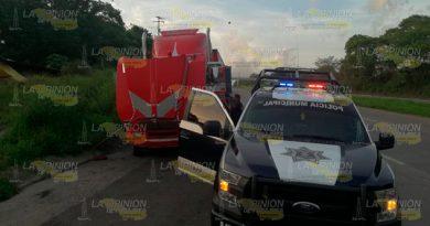 Aseguran Carga Dudosa Procedencia Autopista Hacia Tuxpan