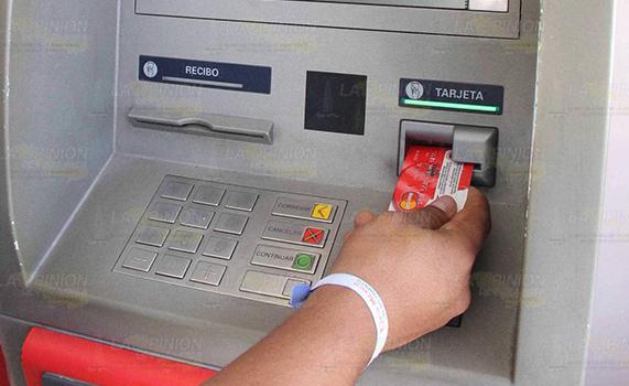 Arrecian quejas contra bancos