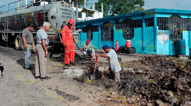 Exigen Reparación Calle Cerro Azul Tras Fuga Aceite
