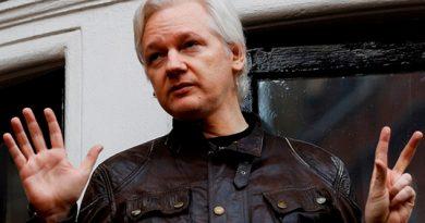 Gobierno Ecuador Negocia Salida Assange Embajada