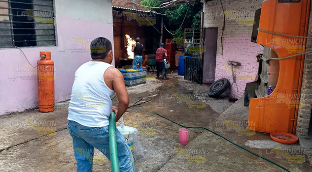 Incendio Pollería Tihuatlán