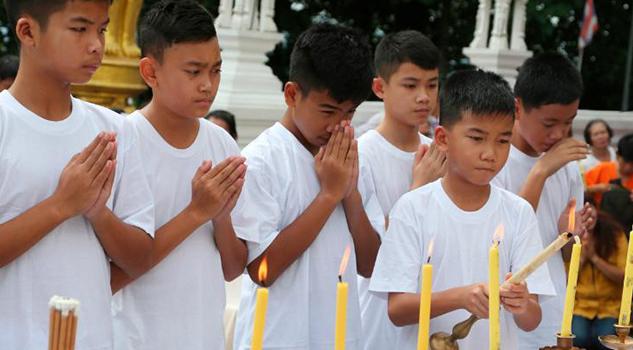 Los Niños Rescatados Cueva Tailandia Serán Novicios Monjes Budistas
