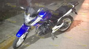 Pareja Motocicleta Sufre Aparatosa Caída