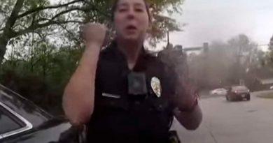 Policías E.U.A. Echan Volado Para Resolver Arresto