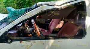 Se Salva Tras Volcar Camioneta La Puerta