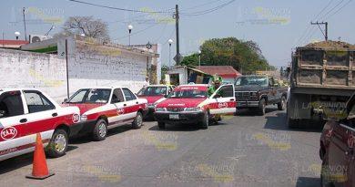 Taxistas invaden Calles Centro Álamo