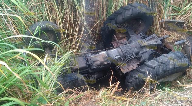 Vuelca Tractor Muere Calcinado