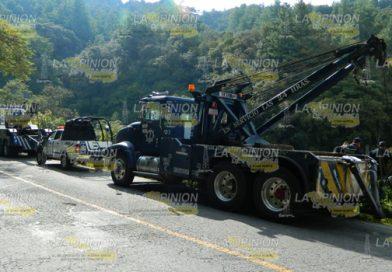 Camión cargado de abarrotes cayó a un barranco se dirigía a Misantla
