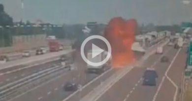 Captan Momento Exacto Explosión Pipa Italia