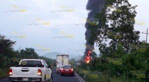 Chocan Dos Tráileres Sobre Tuxpan Tampico Uno Se Incendia