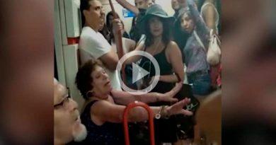 Española Niega Ssiento Metro Madrid Niña Latinoamericana