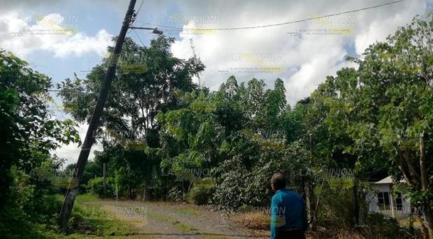 Habitantes Cerro Azul Temen Que Poste Luz Colapse