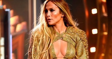 Jennifer Lopez Subastará Outfits Shades Of Blue