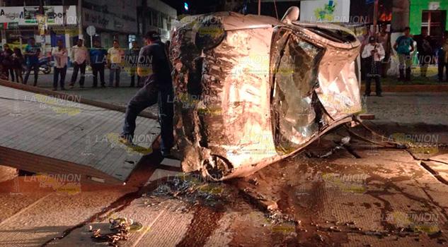 Pierde Control Automóvil Cae Río Tuxpan
